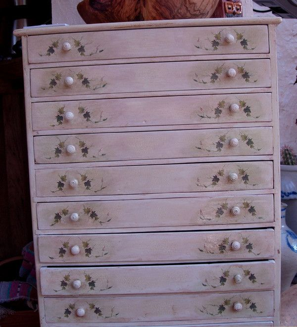 face d 39 un ptit meuble pour les couverts. Black Bedroom Furniture Sets. Home Design Ideas